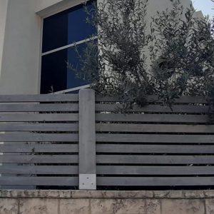 גדר עץ פסים אפורה 0014