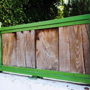 גדר עץ חום ירוק 0025