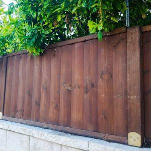 גדר עץ חומה 0020