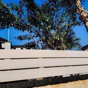 גדר עץ לבנה 0023